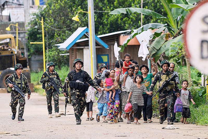 300 000 displaced in Marawi, Philippines