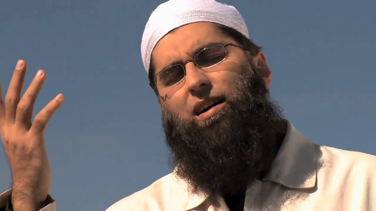 Junaid Jamshed feared dead in plane crash
